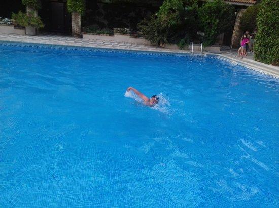 Fuentenava de Jabaga, Spain: La piscina para nosotros solos. Un lujazo