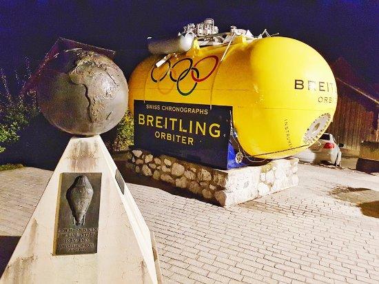 Chateau-d'Oex, Swiss: Cápsula usada na primeira volta ao mundo de balão de ar quente por Bertrand Piccard e Brian Jone