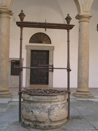 Hospital de Tavera: Courtyard view