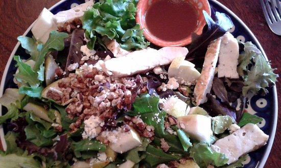Nebraska City, NE: Fresh greens with grilled chicken breast, walnuts, bleu cheese and vinaigrette dressing