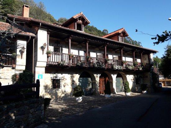 Cabuerniga, Spain: Hall