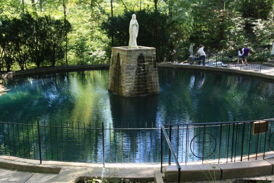National Shrine Grotto of Lourdes: pool