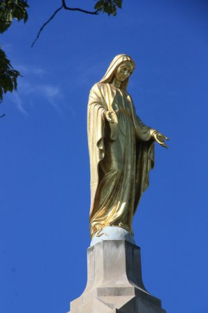 National Shrine Grotto of Lourdes: statue