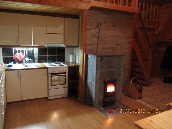 Kalajoki, فنلندا: a Pari Talo, living room / Kitchen with the soapstone fireplace