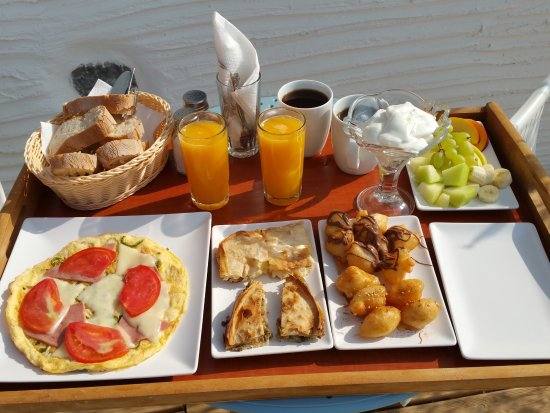 Plaka, Greece: Complimentary breakfast was always freshly prepared and delivered to your room.