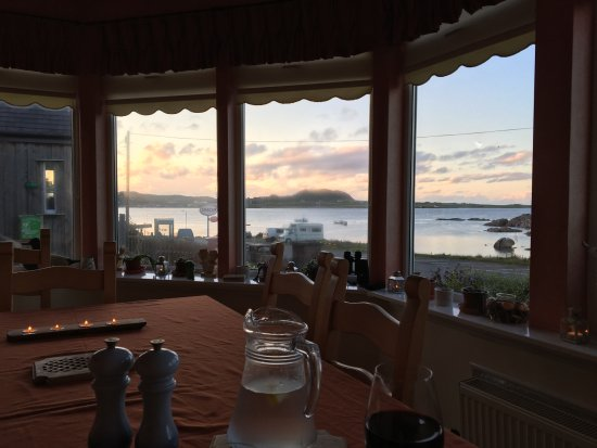 Seaview Bed & Breakfast: Wonderful view of the sound at all meals.
