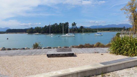 Mapua, Nova Zelândia: lovely area beside the restaurant