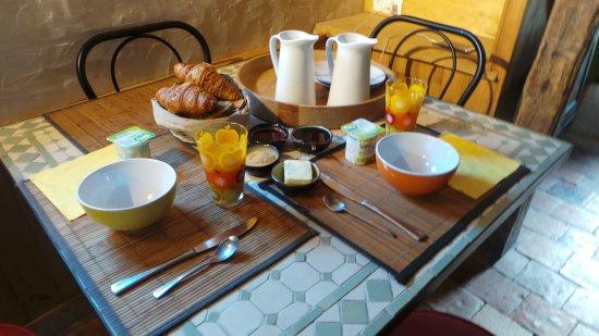 Savigne-sous-le-Lude, Frankrike: petit déjeuner