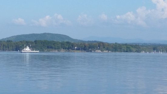 Lake Champlain Ferries: Ferry approaching Essex