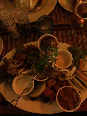 Rick's Cafe Americain - Restaurant and Bar: Mysigt ställe med god mat och dryck