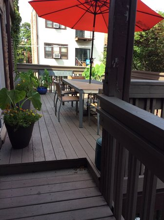 House 5863 Bed & Breakfast: Outdoor deck