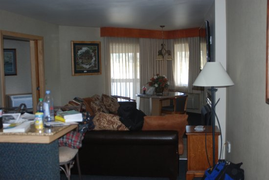 بست ويسترن بلس كوتيناي ريفر إن كازينو آند سبا: sitting room of the 3 moon suite