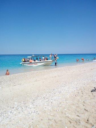 Άγιος Νικήτας, Ελλάδα: barca per raggiungere milos beach da agios nikitas