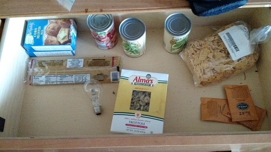 Princess Motel of Maryville: Food left in dresser drawer - somebody living here?