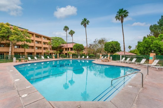 Shilo Inn & Suites - Yuma: Sparkling pool to relax and unwind!