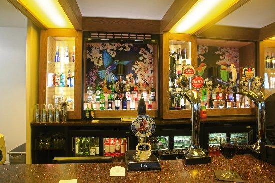 Warner Leisure Hotels Bodelwyddan Castle Historic Hotel: Bar area
