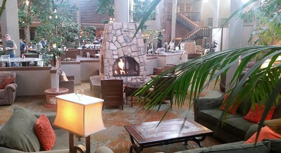 The Academy Hotel Colorado Springs: Lobby relaxing area...