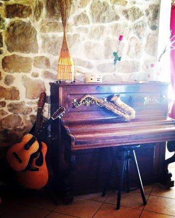 Trets, France: notre coin musique