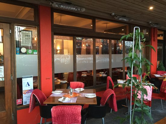 Pukekohe, New Zealand: Enclosed courtyard dinning area