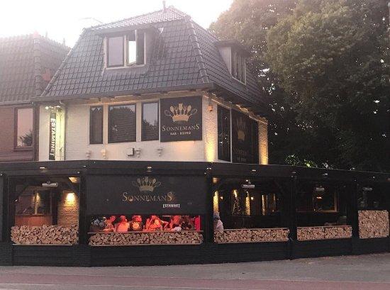 Bar-Bistro Sonnemans: sfeervol dineren op ons terras