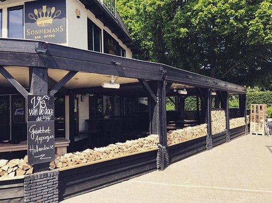 Bar-Bistro Sonnemans: het vernieuwde terras zomer 2017