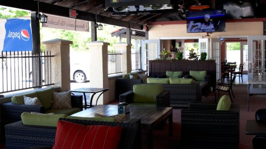 Buena, Nueva Jersey: Outdoor Patio Lounge Area
