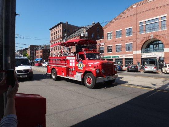 Portland Fire Engine Co: Old time fire truck tour of Portland Me.