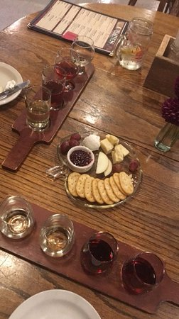 Fennville, MI: Cider and wine flight with cheese plate