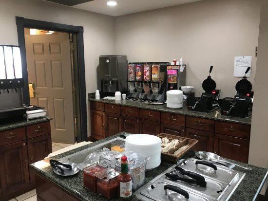 Little Chute, WI : Country Inn & Suites Breakfast Room - Breakfast Corner right