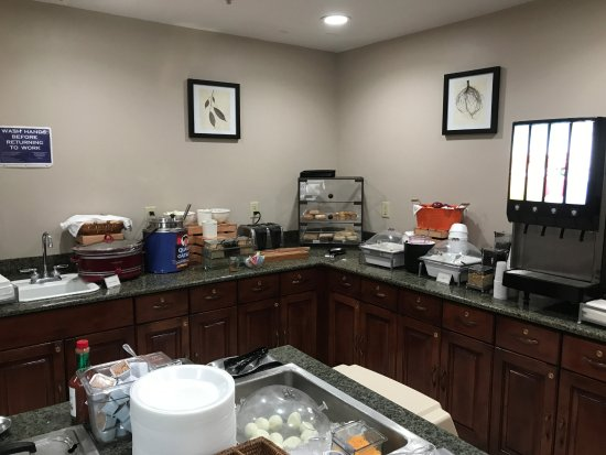 Country Inn & Suites By Radisson, Appleton North: Country Inn & Suites Breakfast Room - Breakfast Corner left