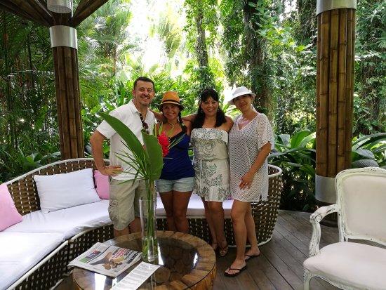 Cocles, Kosta Rika: Foto con amigas en zona de lobby