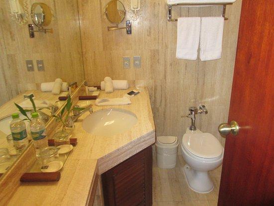 Libertador Lago Titicaca: bathroom