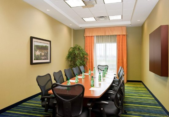 Fairfield Inn & Suites by Marriott Winnipeg: Boardroom