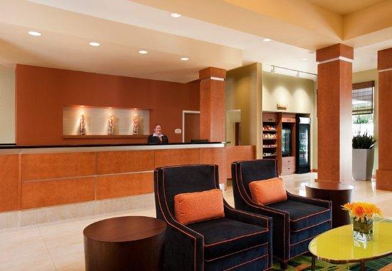 Fairfield Inn & Suites by Marriott Winnipeg: Front Desk