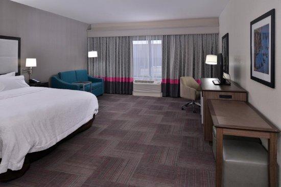 Leavenworth, KS: King Suite Living Area