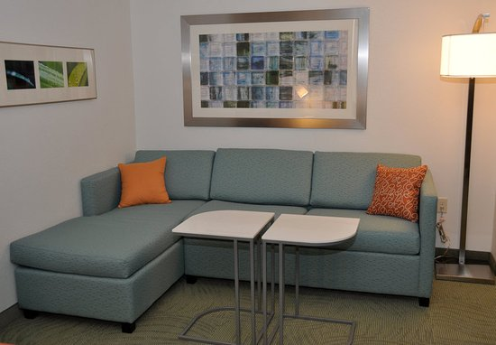 Forest Park, OH: Suite Living Area