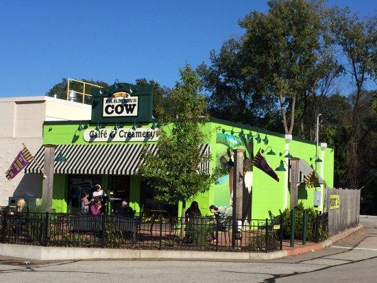 Mansfield Center, Коннектикут: Farmer's Cow Calfe & Creamery