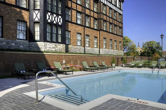 The Hotel Roanoke & Conference Center, Curio Collection by Hilton: Swimming Pool