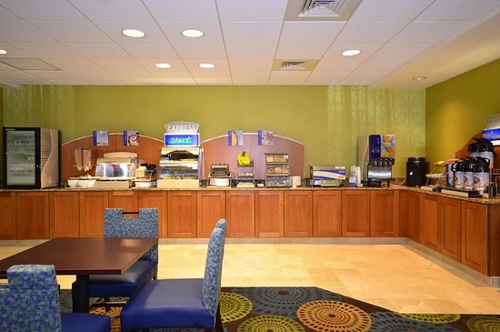 Holiday Inn Express Boston South - Brockton: Breakfast Area