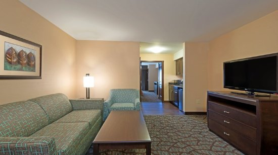 Butte, MT: Enjoy the convenience of the living area in our two room suites.