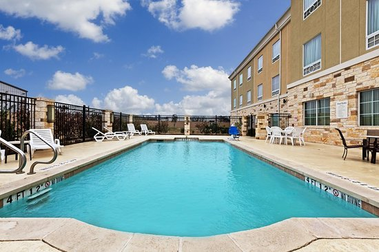 Brady, TX: Soak up the sun by our Swimming Pool