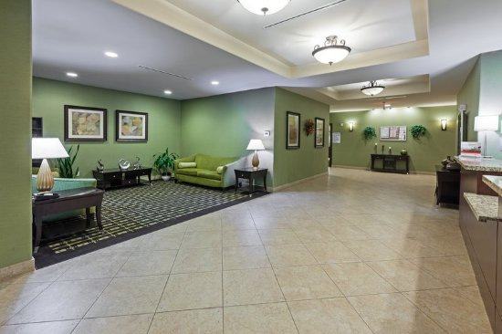 Brady, TX: Relax comfortably in our Hotel Lobby
