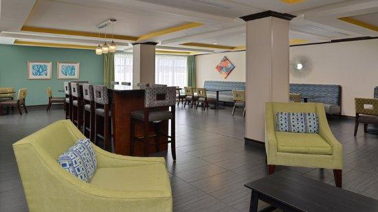 Holiday Inn Express Hotel & Suites Fort Walton Beach Northwest : Breakfast Lounge Area