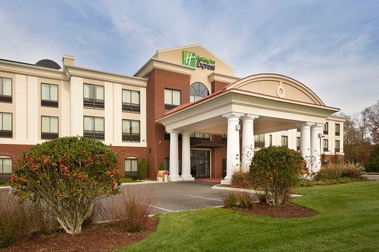 Tullahoma, Tennessee: The inviting Holiday Inn Express & Suites Tullahoma, TN!