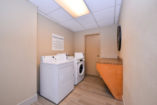 Holiday Inn Express Burlington: Laundry Facility