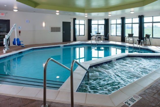 Holiday Inn Express Hotel Suites Kansas City Airport Updated 2017 Prices Reviews Mo