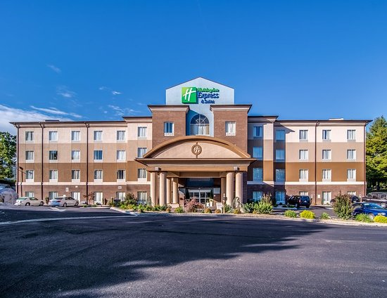 Holiday Inn Express and Suites Wytheville: HIE Wytheville, Va located across from the Wohlfahrt Haus Theatre