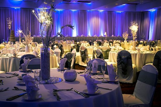 GuestHouse Inn Bloomington Winter Wonderland Wedding