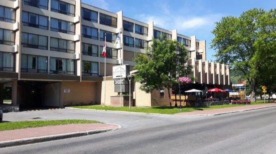 Greenwood Inn & Suites: Hotel Exterior