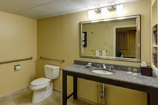 Kennebunk, ME: Accessible Bathroom
